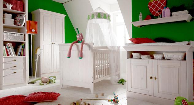 Babybett Babys Paradise aus Holz in Weiß - aus weiß gewachstem Kiefernholz.