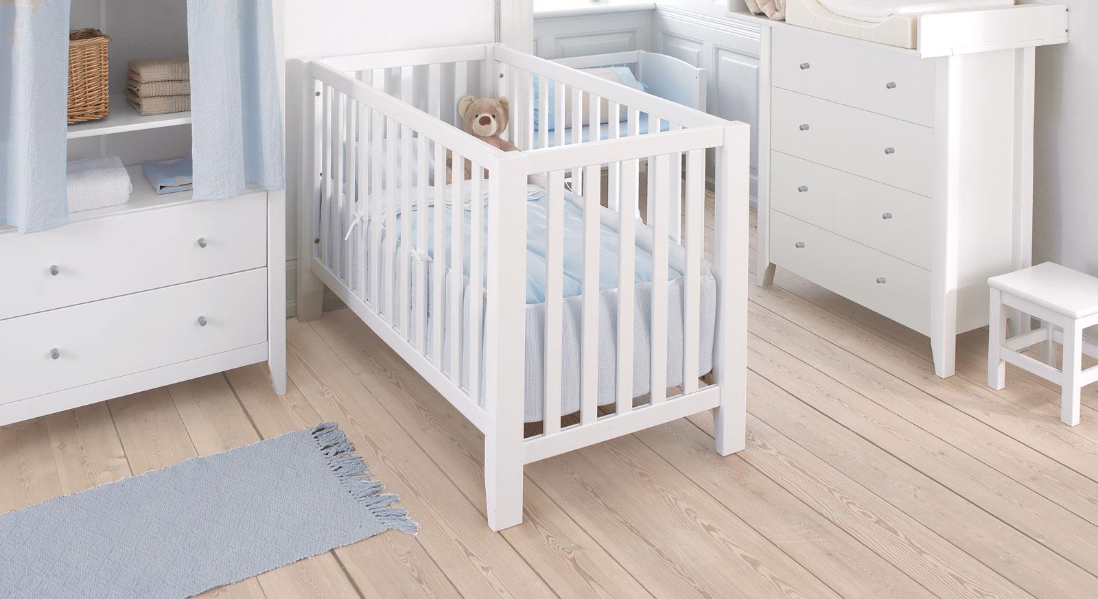 Babybett Kids Heaven aus lackiertem Massivholz