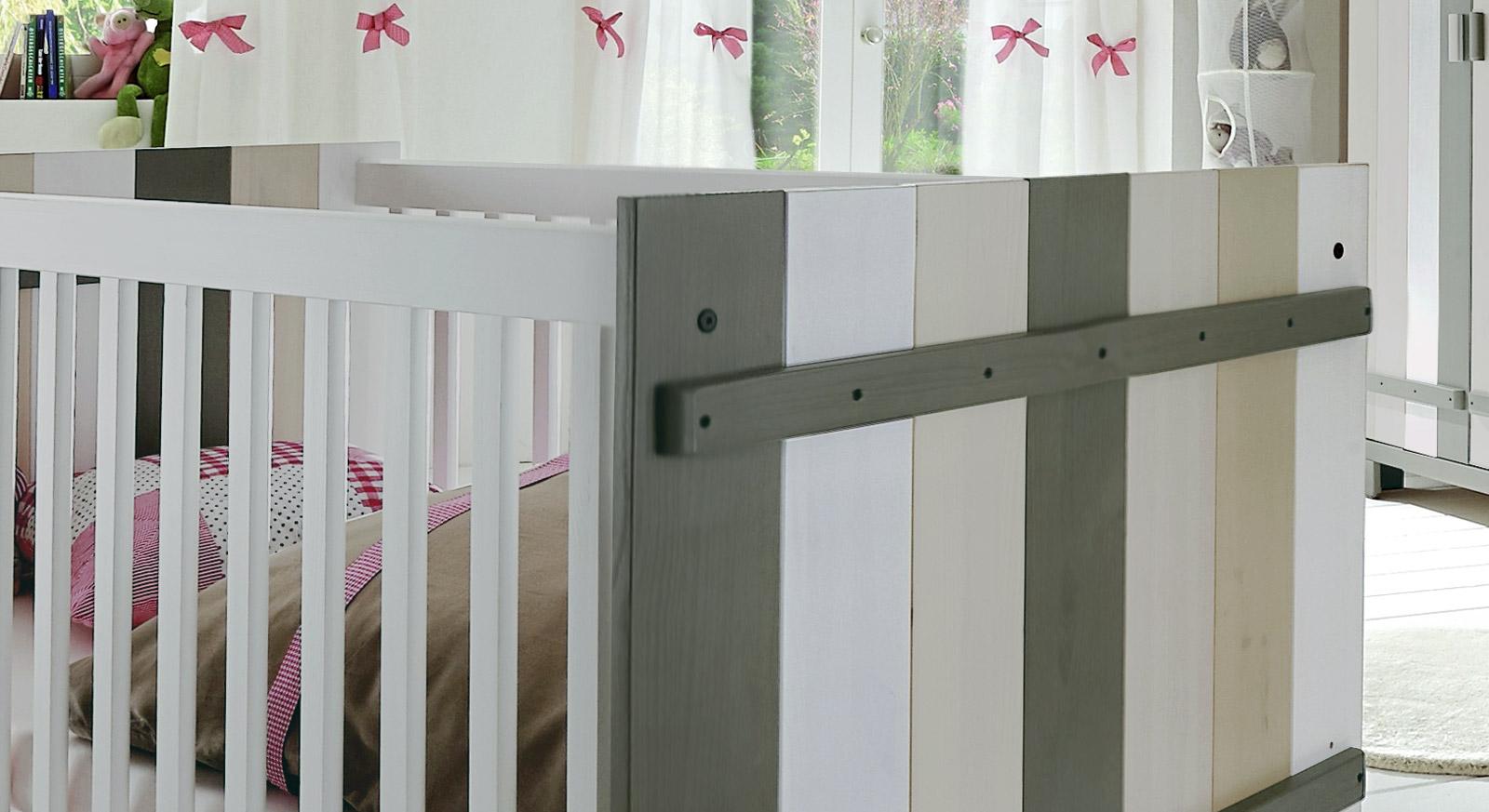 Babybett Kids Paradise Laubhütte Detailbild stabile Schraubverbindungen