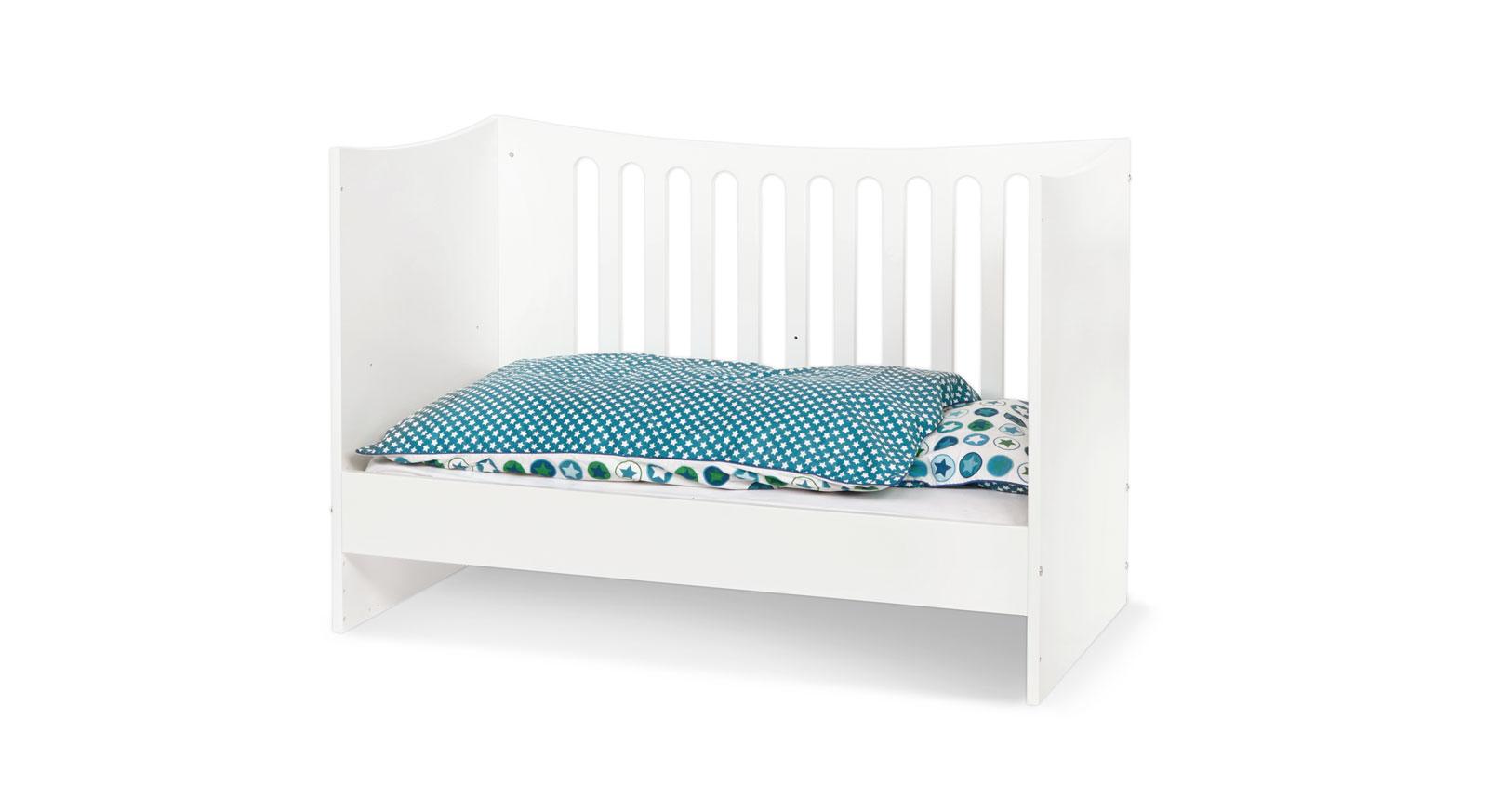 babybett umbaubar zum juniorbett fotos das wirklich. Black Bedroom Furniture Sets. Home Design Ideas