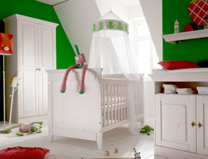 babyzimmer komplett in wei aus massiver kiefer babys pardise. Black Bedroom Furniture Sets. Home Design Ideas