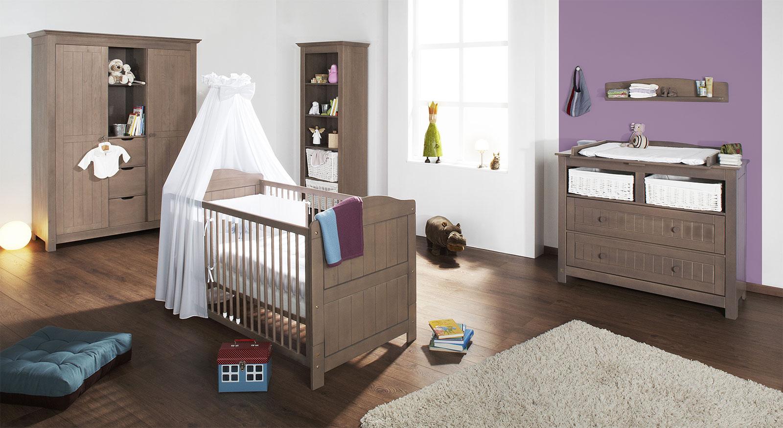 Babyzimmer Jelka aus massiver graubrauner Fichte