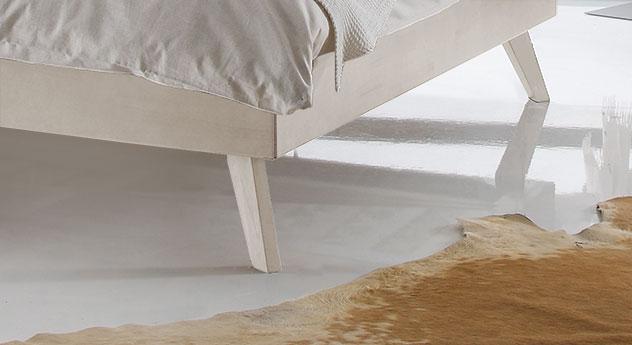 Hochwertiges Bett Andros mit schrägen Füßen