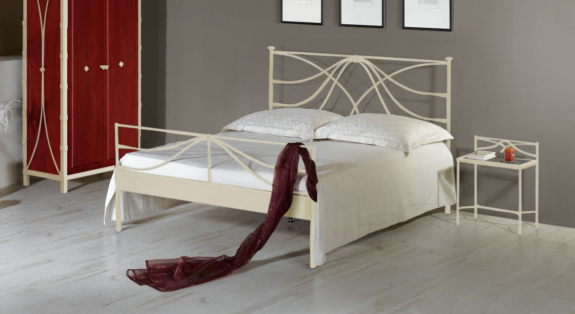metallbett 140x200 cm in wei mit hohem kopfteil arica. Black Bedroom Furniture Sets. Home Design Ideas