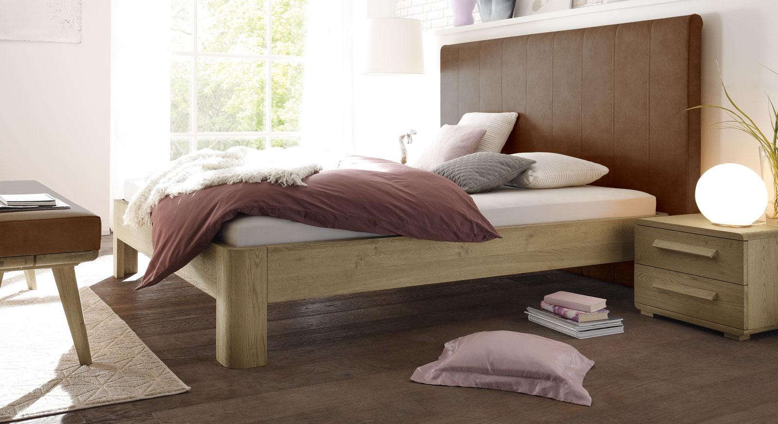 Bett Banco aus cognacfarbenem Kunstleder und Eiche