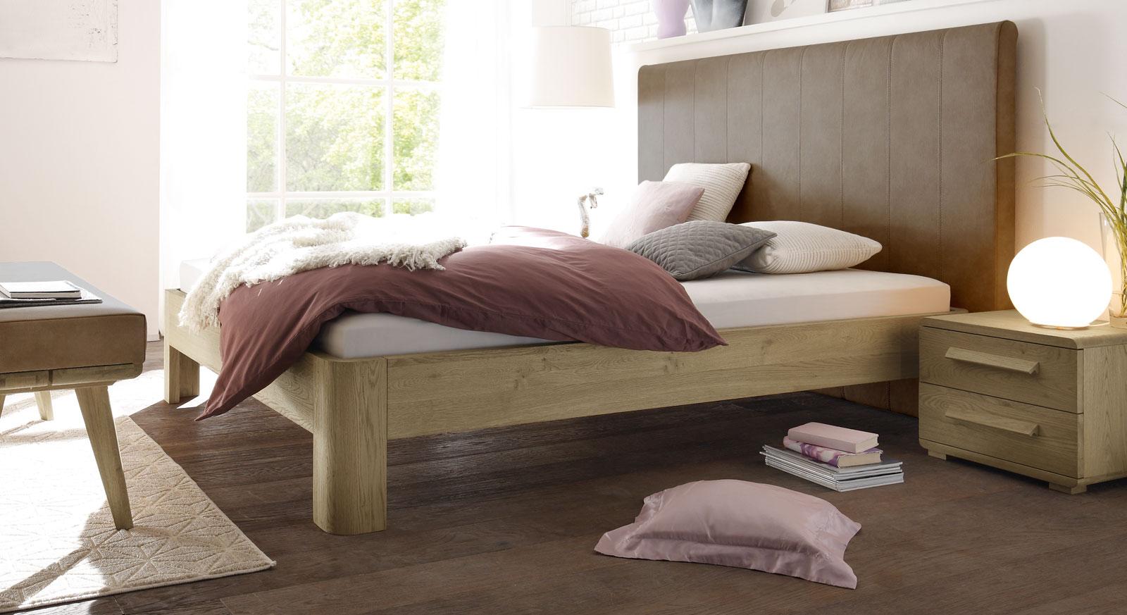 Bett Banco aus hellbraunem Kunstleder und Eiche
