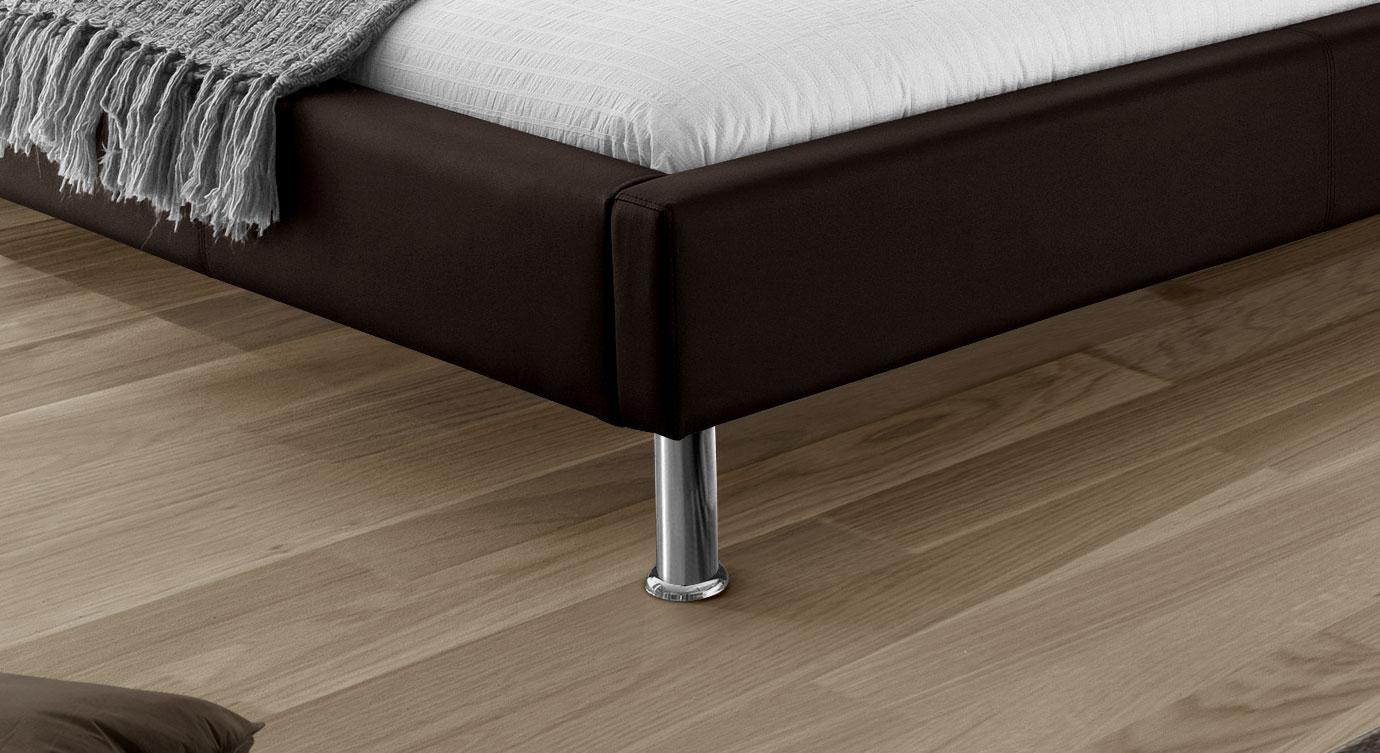 Bett Basildon mit verchromten Metallfüßen
