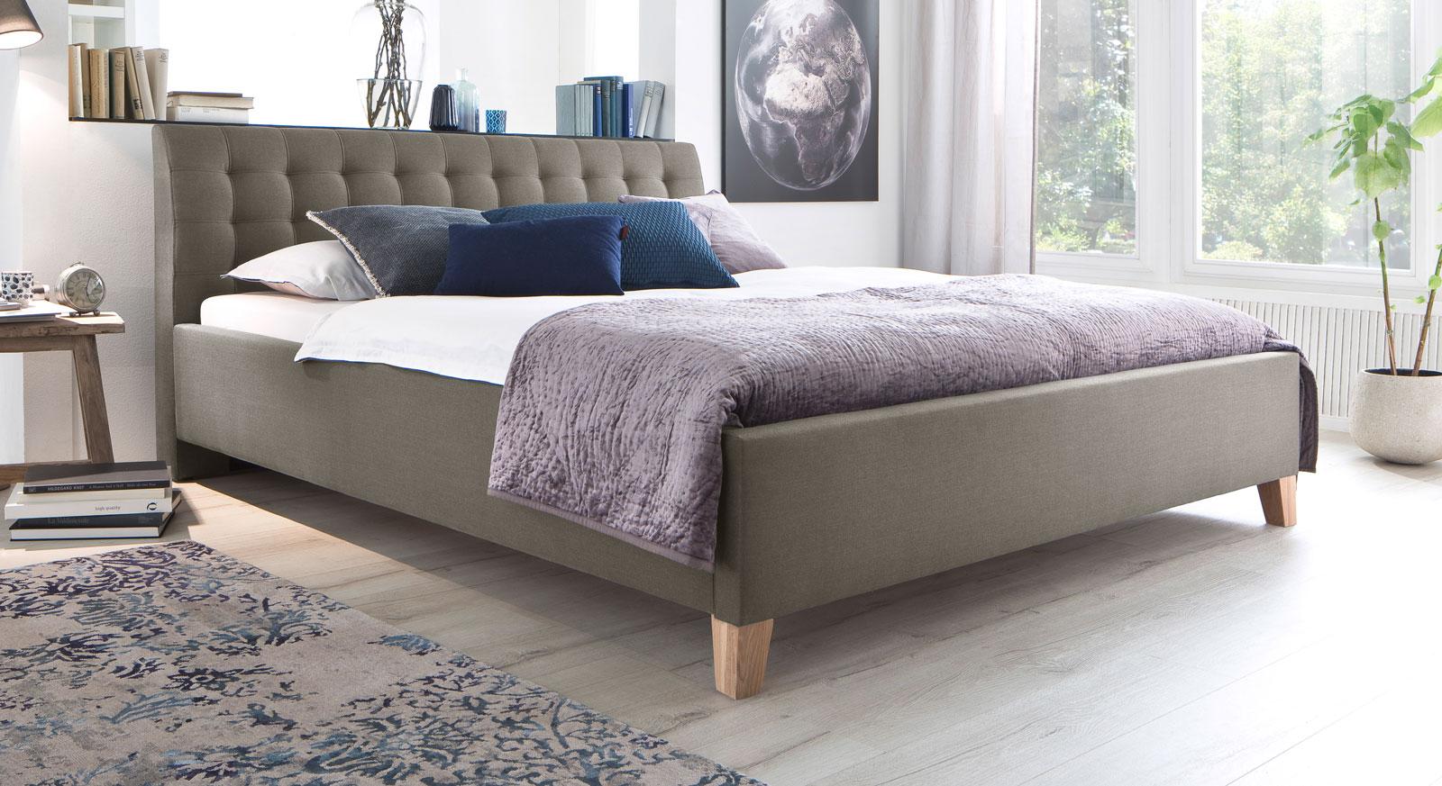 Bett Batana aus beigebraunem Webstoff