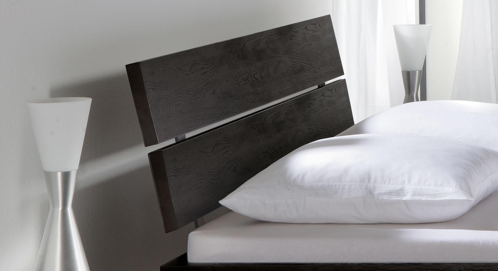 Bett Bayamo Kopfteil aus gebürsteter Eiche