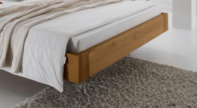 Bett Belbari mit Schweberahmen aus Eichenholz