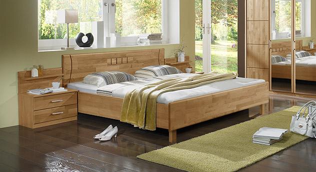 Bett Beyla in lackierter Erle