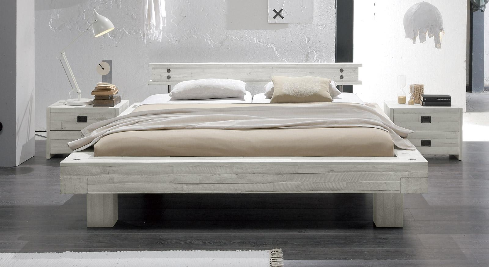 Bett weiß  Massivholzbett im Vintage Stil in Weiß kaufen - Buena