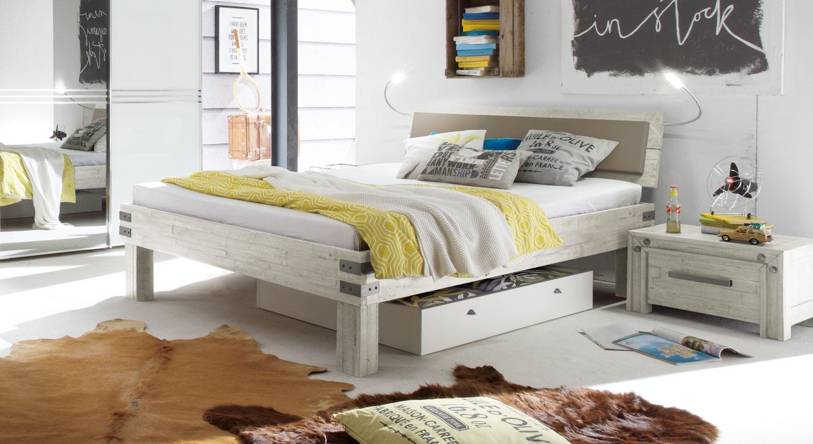 Bett Caldera im Loft Design mit Metall-Beschlägen