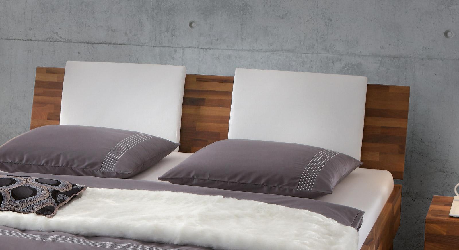 Bett Caracas mit Komfort Kopfteilpolster