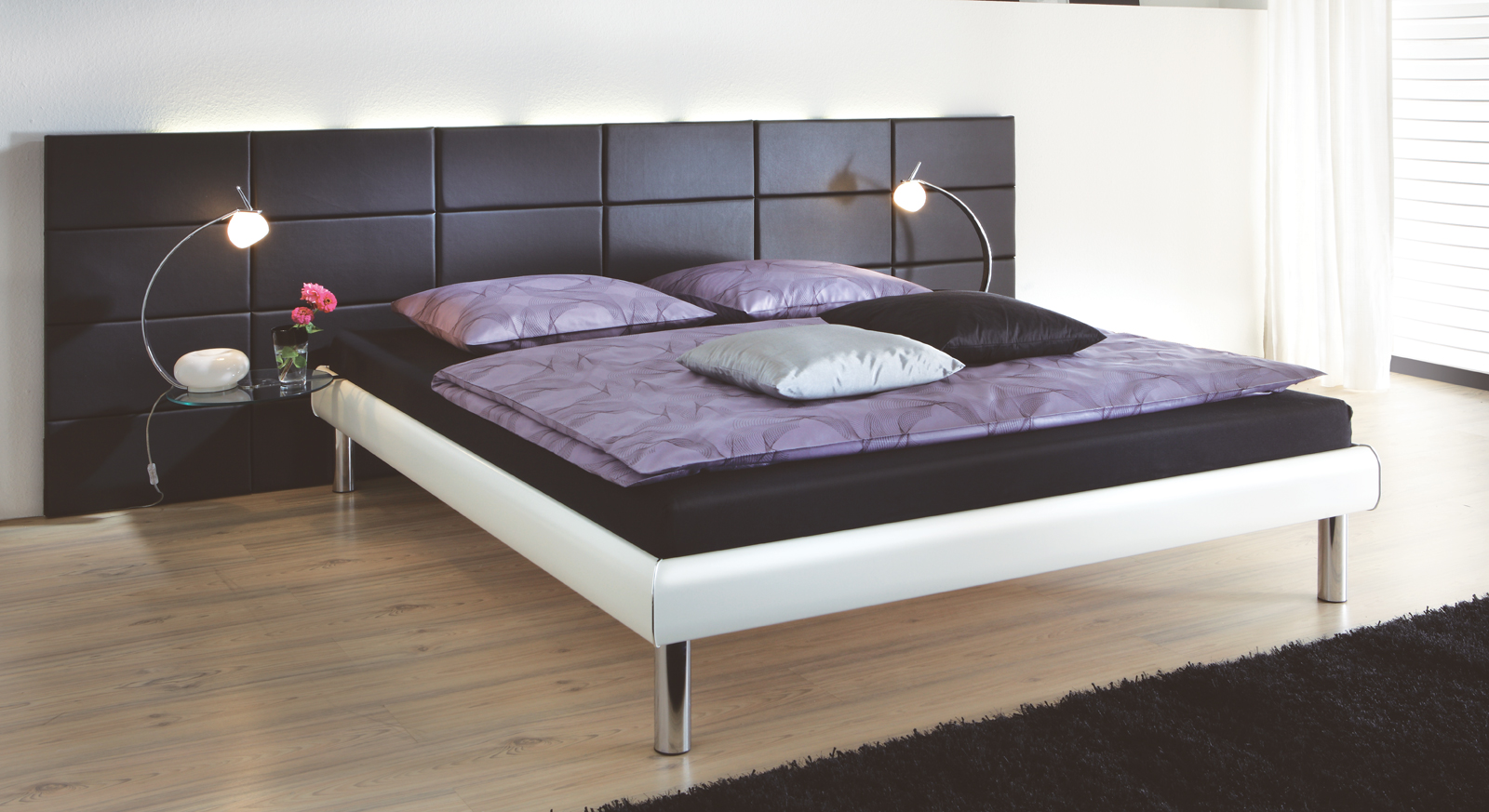 tiefes designbett mit gro em kopfteil bett cordoba. Black Bedroom Furniture Sets. Home Design Ideas