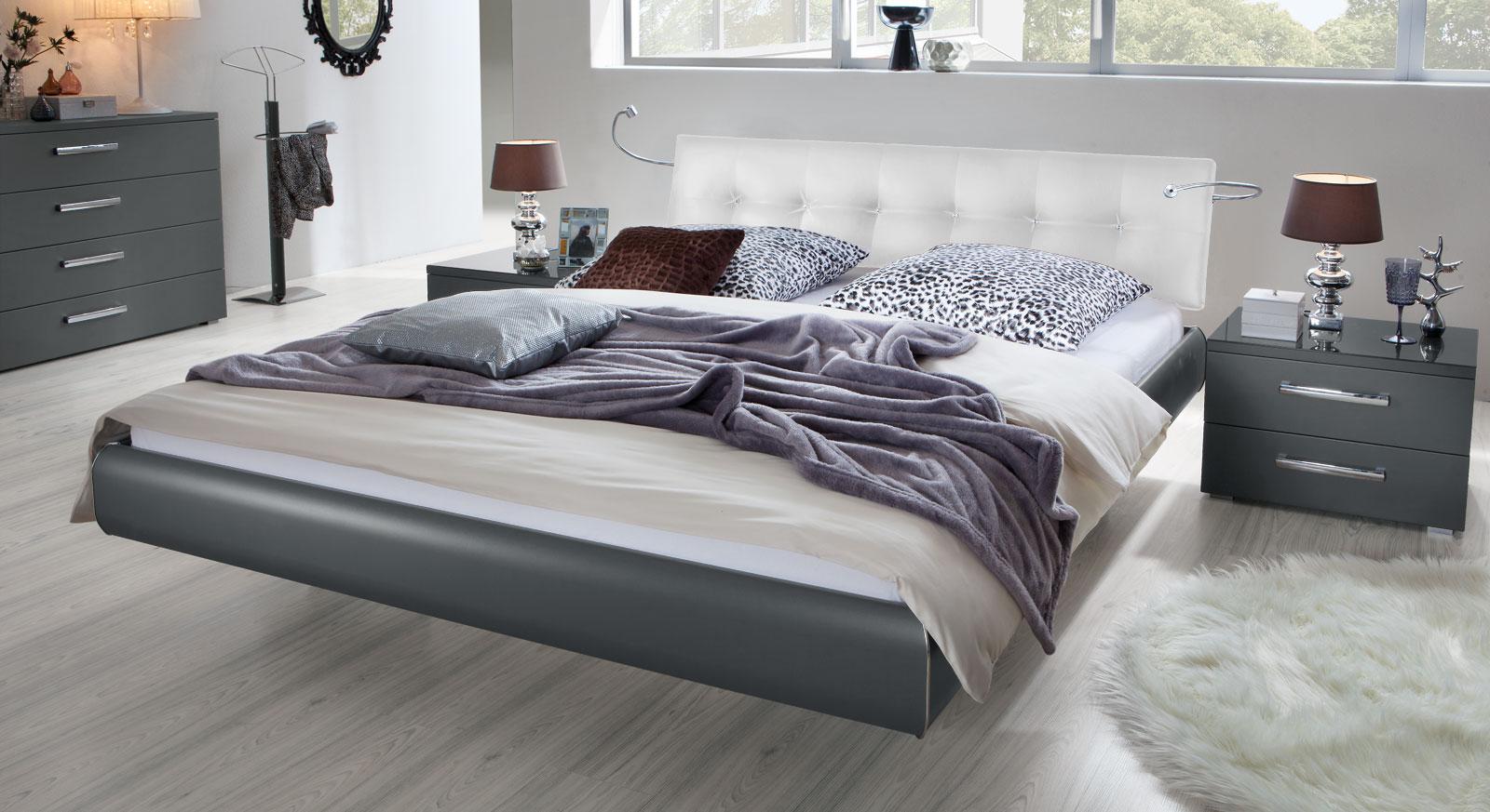Das Bett Cosenza aus MDF in Anthrazit und Kunstleder in Weiß