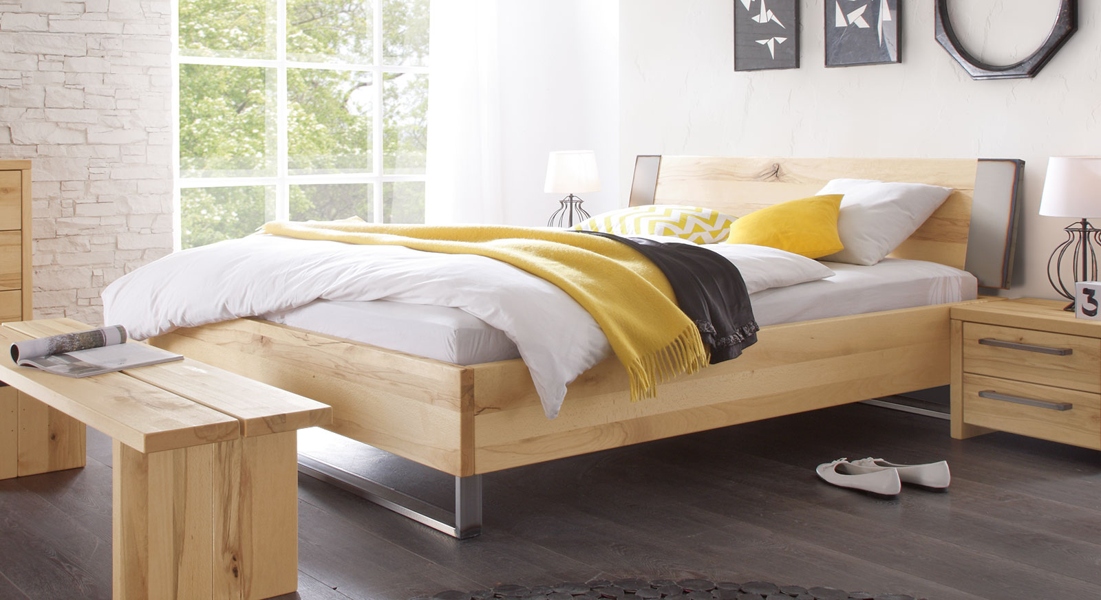 doppelbett in wildbuche mit kufen aus hocherhitztem stahl dondo. Black Bedroom Furniture Sets. Home Design Ideas