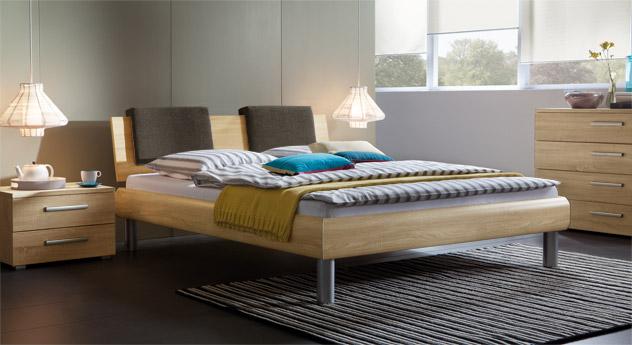 Bett Enna in der Fußhöhe 20cm und in sägerauer Eiche, natur