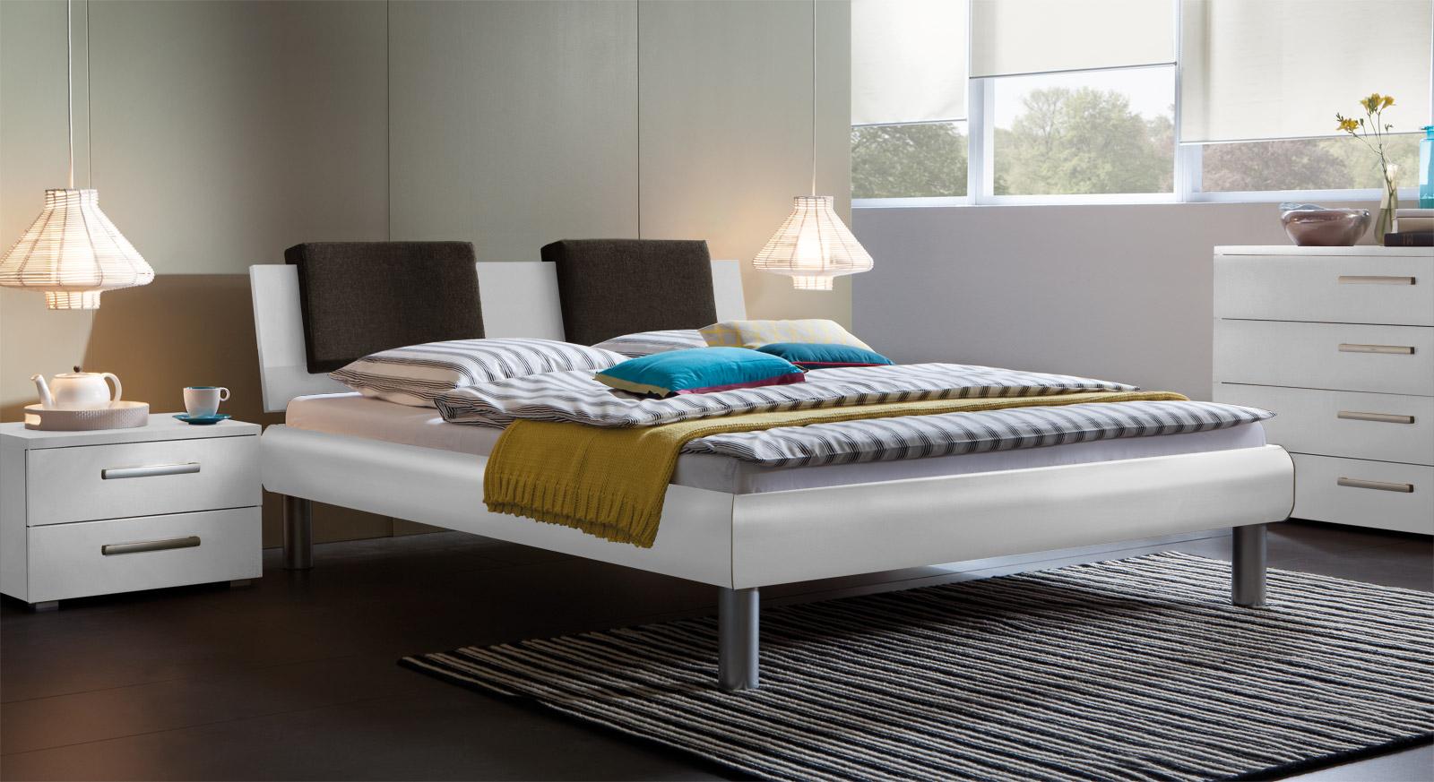 Bett Enna in der Fußhöhe 20cm und in Weiß