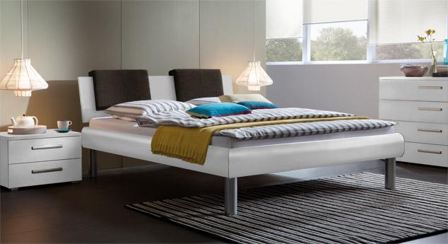 Bett Enna in der Fußhöhe 25cm und in Weiß