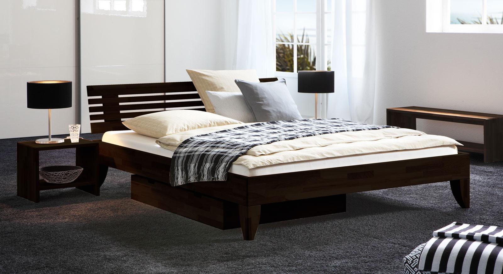 Dunkles Doppelbett aus massivem Buchenholz - Bett Fontana