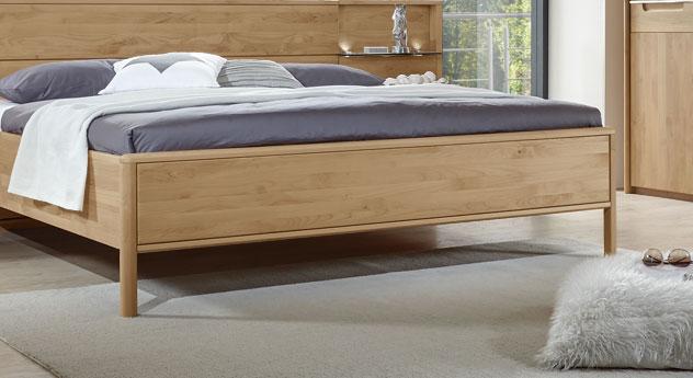 Bett Fria mit abgerundeten Bettbeinen