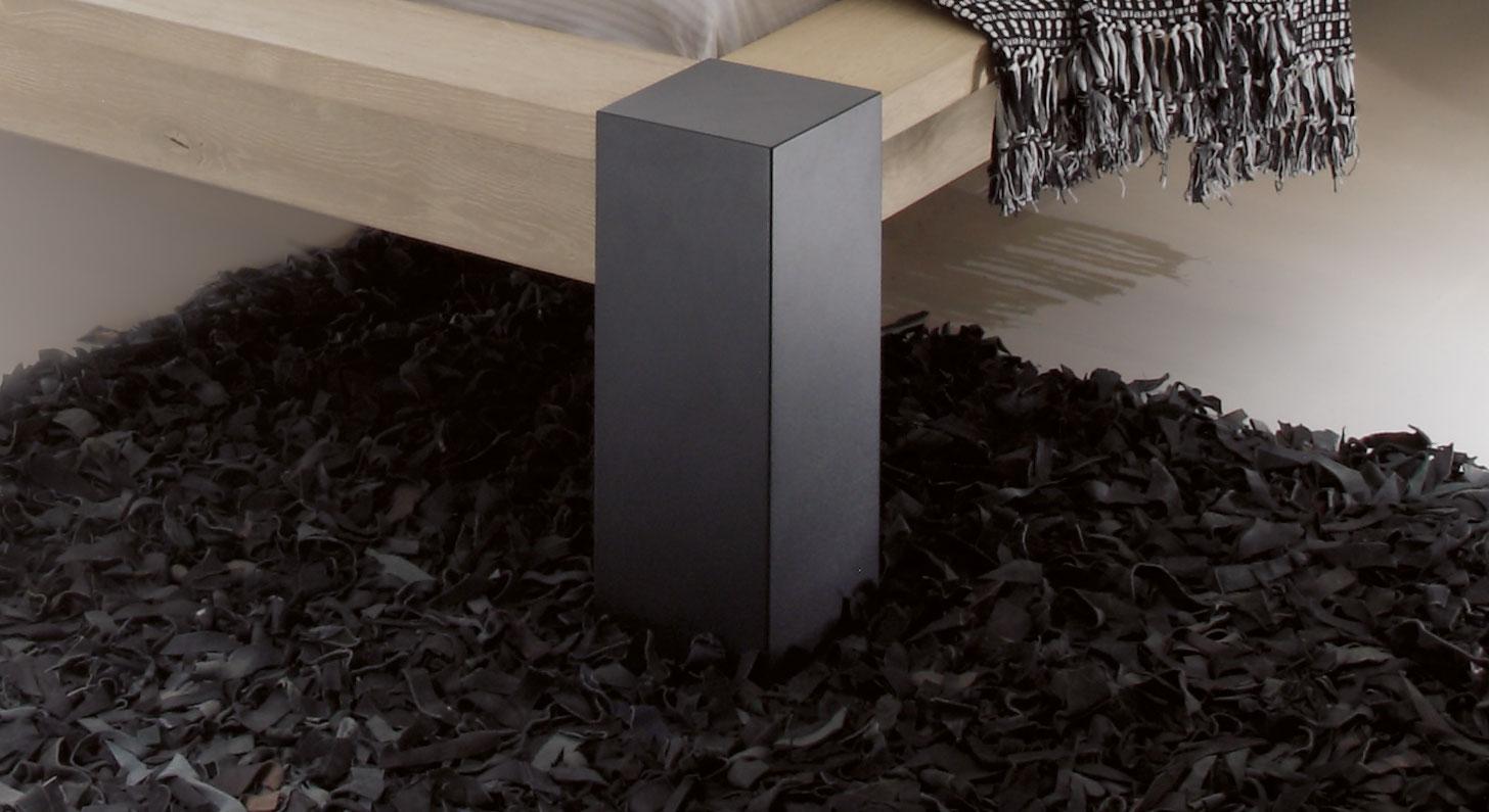 Bett Gavia mit anthrazitfarbenem Block-Metallfuß