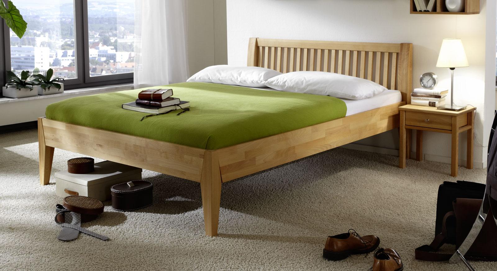 Bett Glarus aus biologisch geoeltem Massivholz