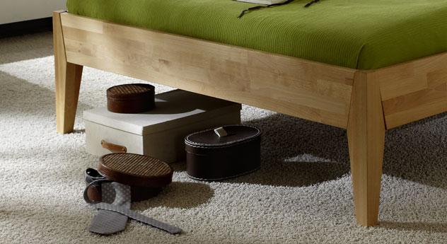 Bett Glarus mit schoenen Bettbeinen