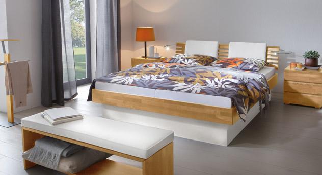 Das Bett Grosseto aus Buche natur und weißem MDF