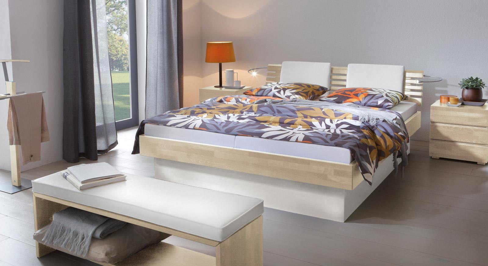 Das Bett Grosseto aus weißer Buche und weißem MDF