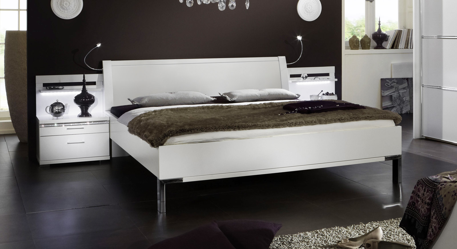 bett mit kunstleder kopfteil strasssteinen huddersfield. Black Bedroom Furniture Sets. Home Design Ideas