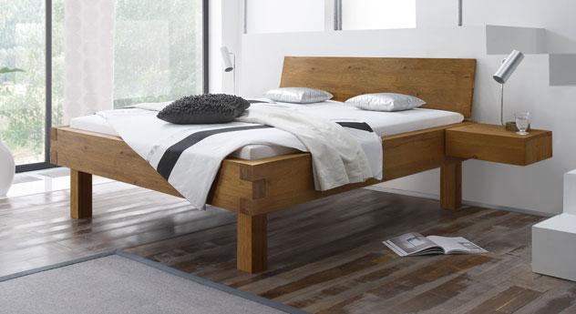 Naturfarbenes Bett Kasos mit 30 cm hohen Füßen