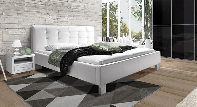 Bett Kennington mit weißem Kunstlederbezug