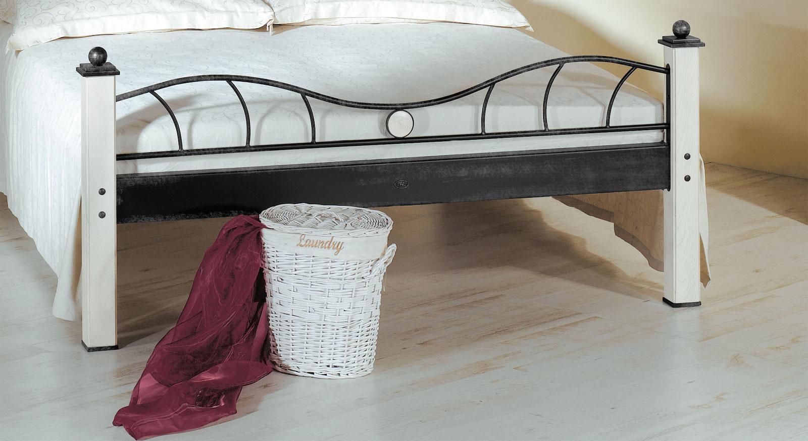 Edles Bett Lavia mit geschwungenem Fußteil