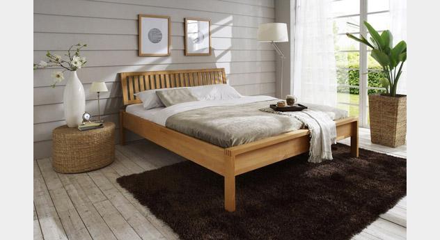 Bett Linea aus massivem Holz