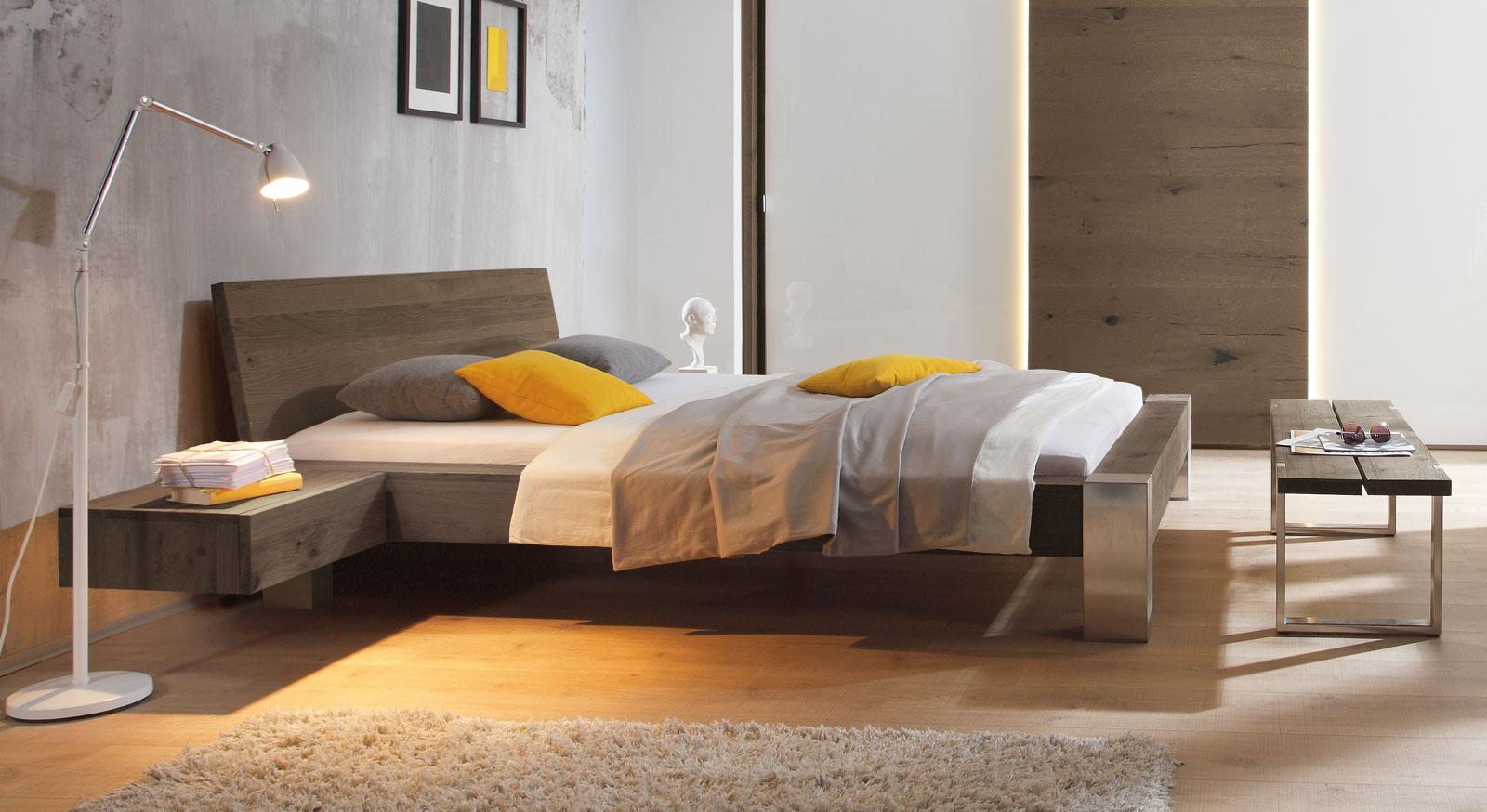 Bett Liro aus gebürstetem Edelstahl und Wildeiche coffee mit 20cm Fußhöhe