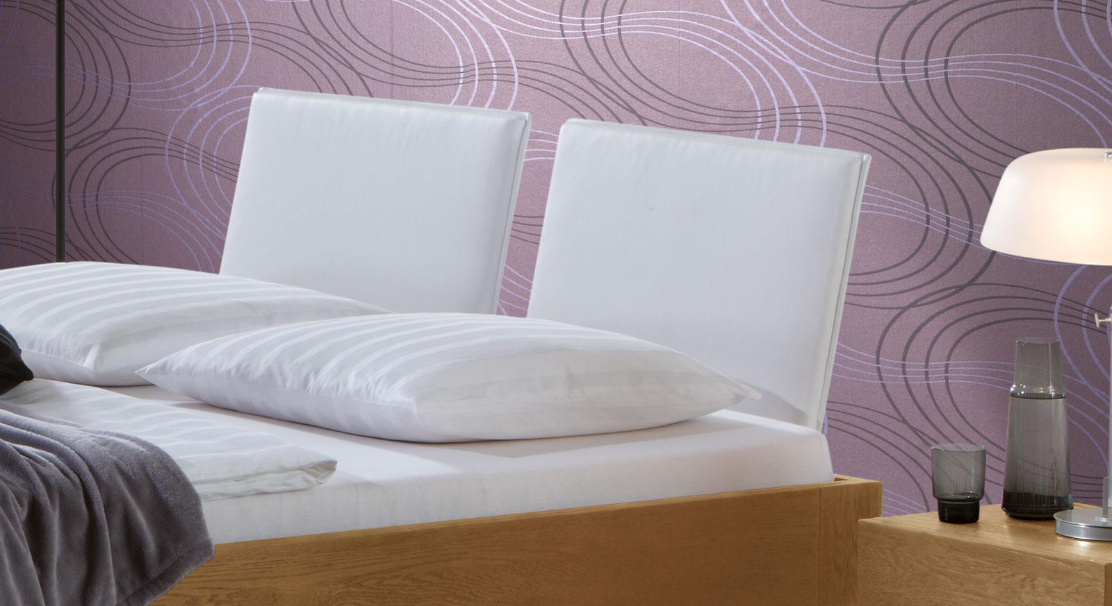 Bett London mit weißem Kunstleder Kopfteil