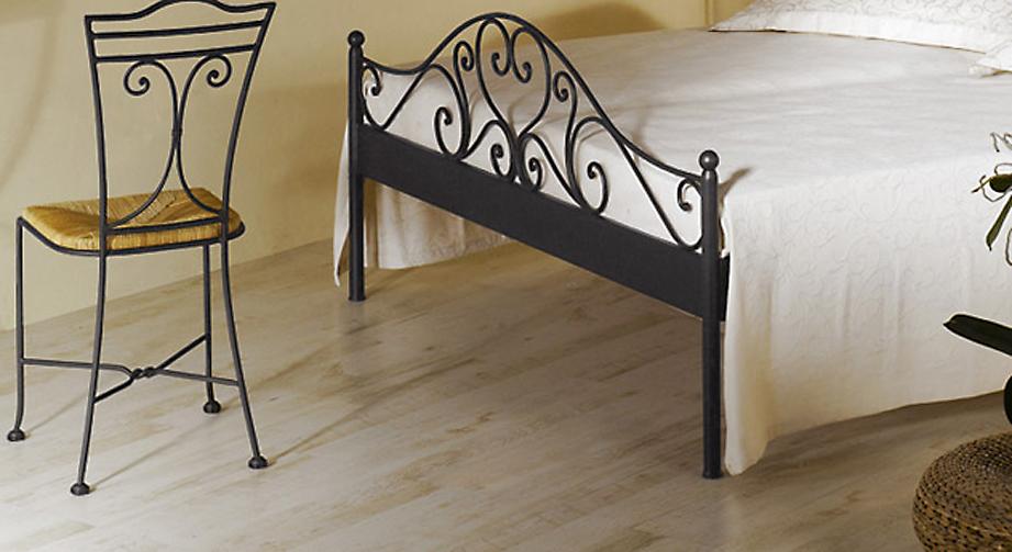 Romantisches Bett Loria mit verspieltem Fußteil