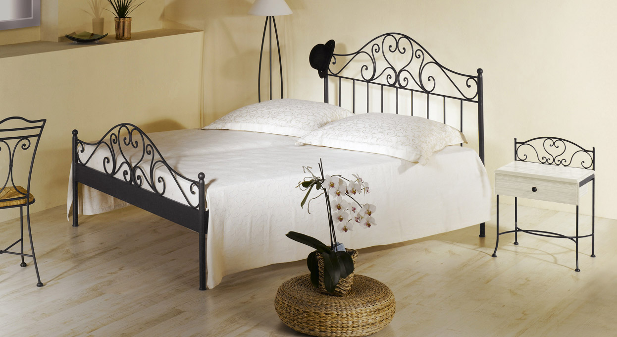 spanisches metallbett z b 140x200 cm in braun loria. Black Bedroom Furniture Sets. Home Design Ideas