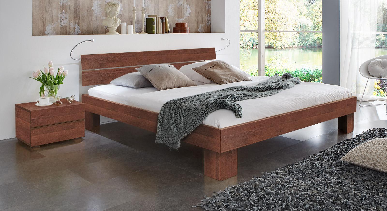 Bett Lucca Komfort in Buche kirschbaum mit einer Fußhöhe von 25cm
