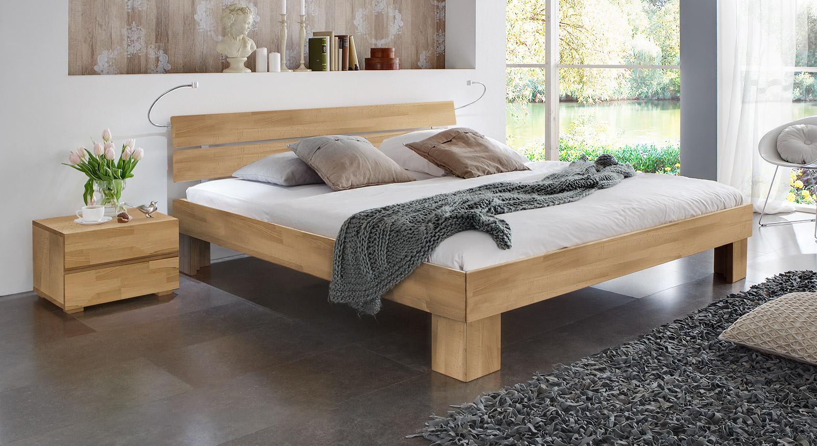 Bett Lucca Komfort in buche natur mit einer Fu´höhe von 25cm
