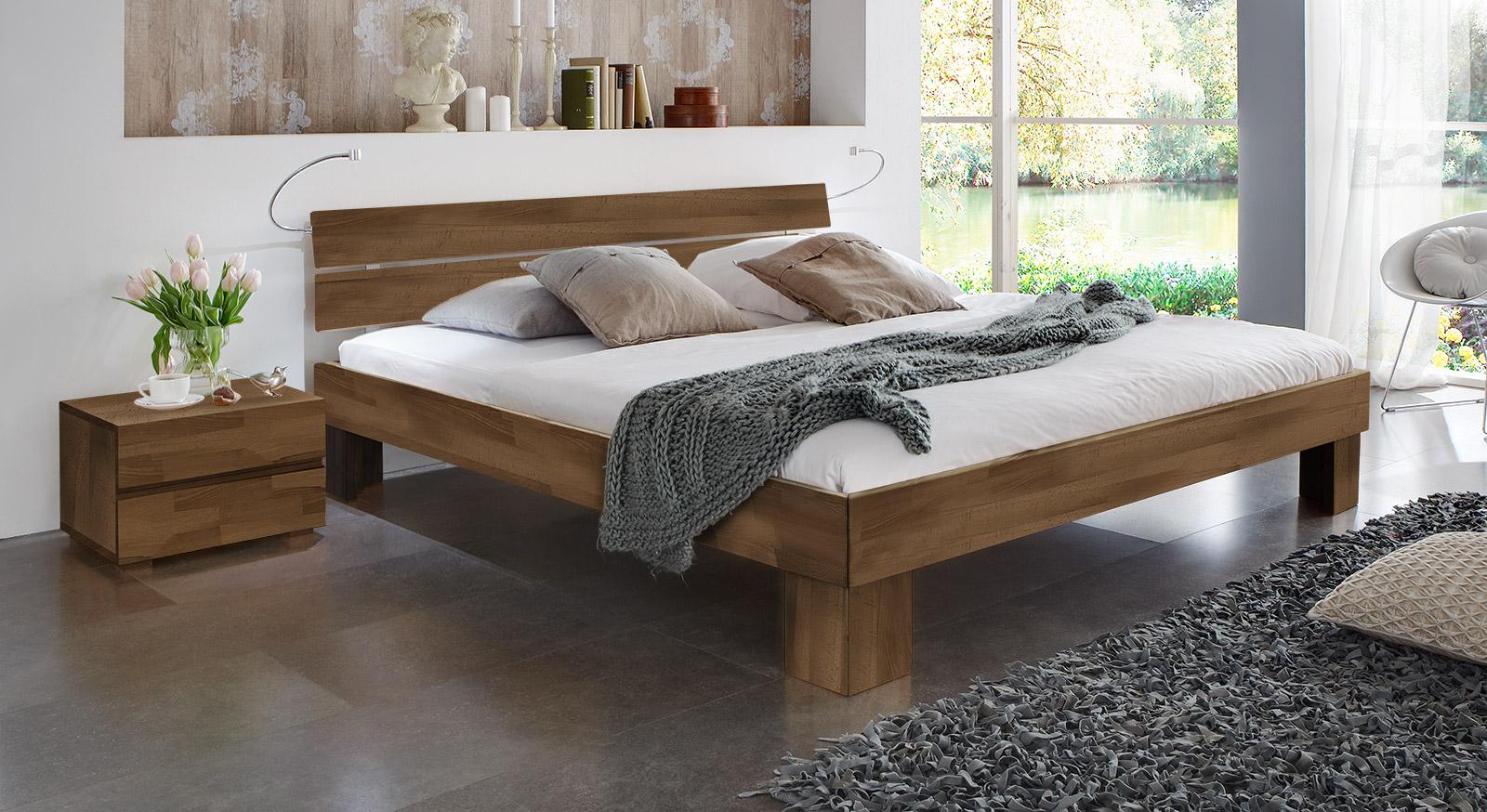 Bett Lucca Komfort in Buche nussbaum mit einer Fußhöhe von 25cm