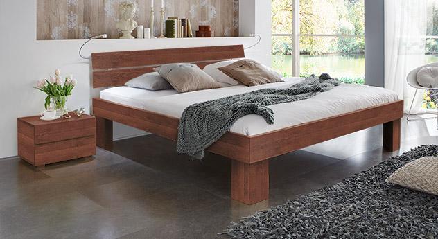 Bett Lucca Komfort in Buche kirschbaum mit einer Fußhöhe von 30cm