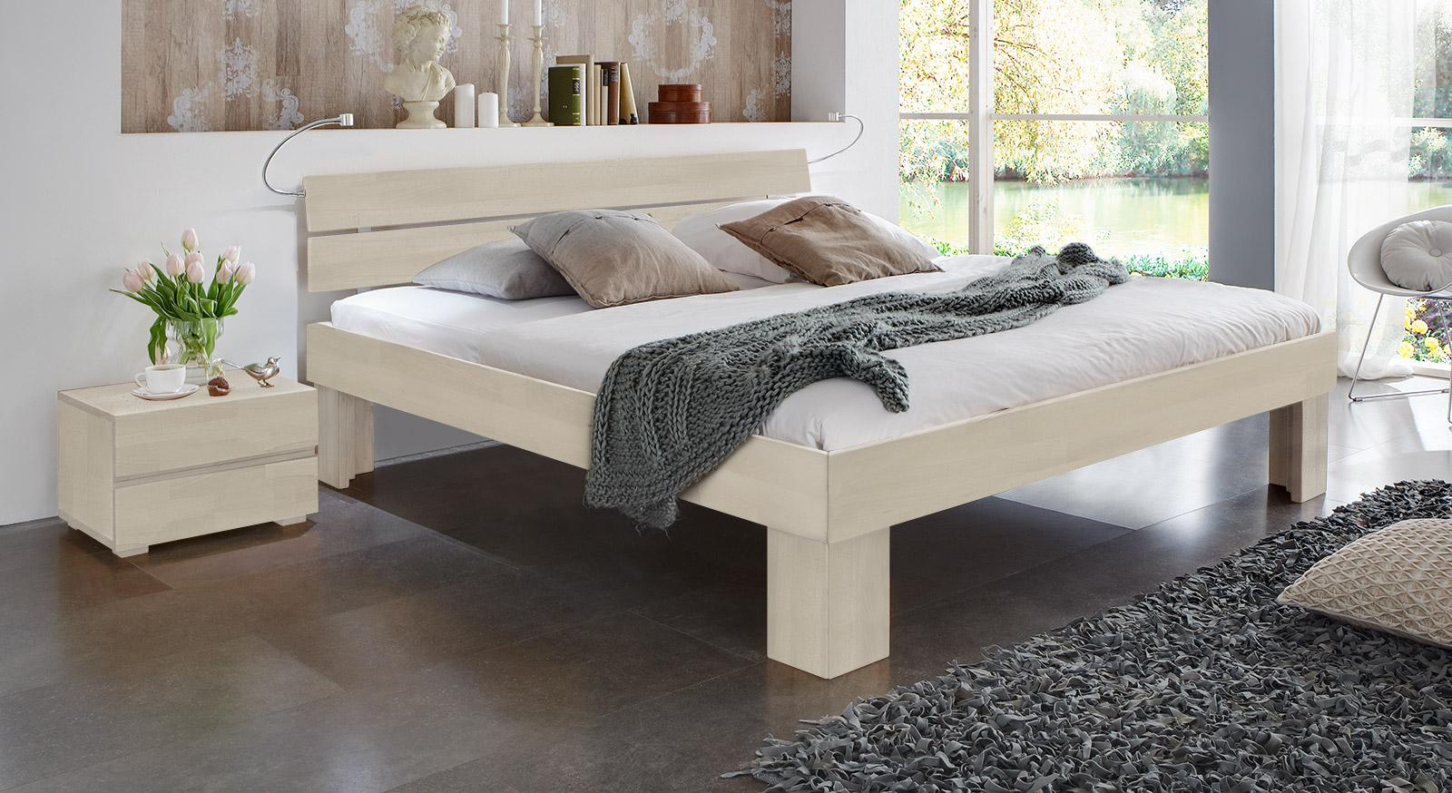 Bett Lucca Komfort mit einer Fußhoehe von 30cm in weißer Buche