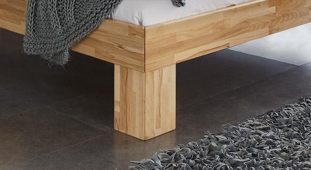 Hochwertiges Bett Lucca Komfort mit massiven Füßen