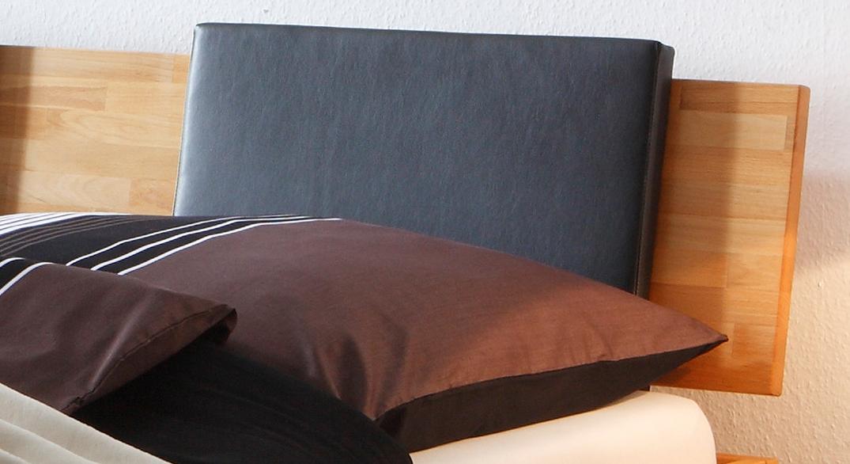 modernes Bett Luzern mit optionalen Einsteck-Kissen.