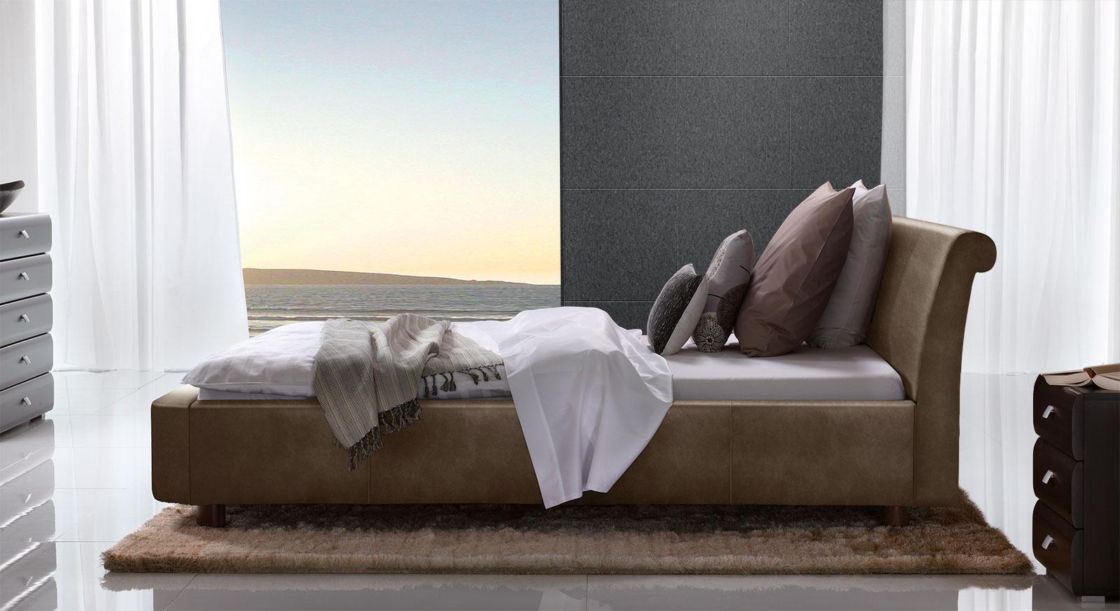 Bett Macuma in braunem Luxus-Kunstleder mit 10 cm Fußhöhe