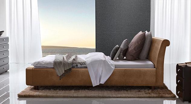 Bett Macuma in Luxus-Kunstleder cognac mit 10 cm Fußhöhe