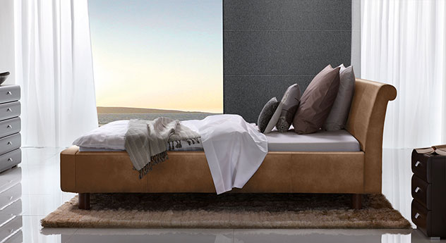 Bett Macuma in Luxus-Kunstleder cognac mit 20 cm Fußhöhe